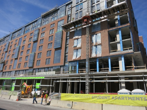 Deflection Bead and Shower Bead were installed in the dormitory at Johns Hopkins University to protect the interior of the building from movement and mold growth.